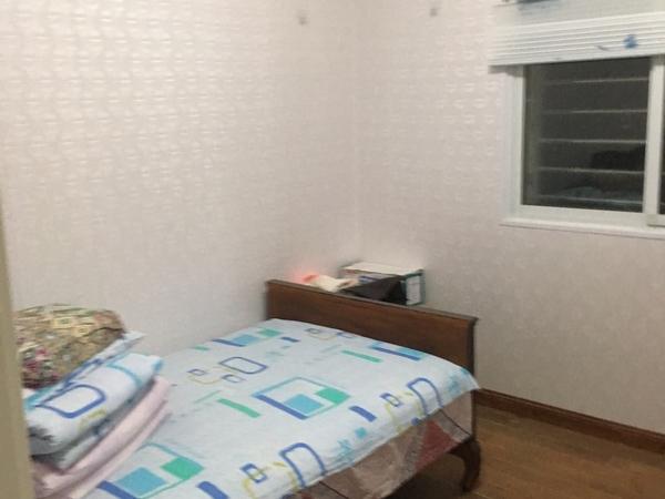 东津小学附近 1楼带院子 三室一厅 拎包入住 1000月