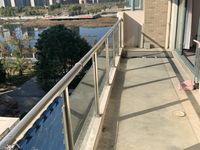 挂牌号005012时代广场多层好楼层毛坯房带超大阳台河景房。134平挂108万