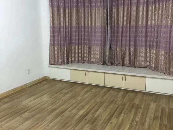翠竹家园 多层5楼 精装修 两室两厅 户型方正采光好