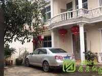 上海花园大别墅,超大阳台,超大院子可同时停三部车,步行城西湖7,8分钟。漂亮