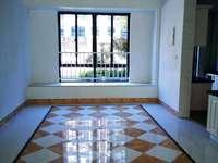 碧桂园:大平层,开发商精装,五室两厅三卫;改善性住房佳选,看中好谈!