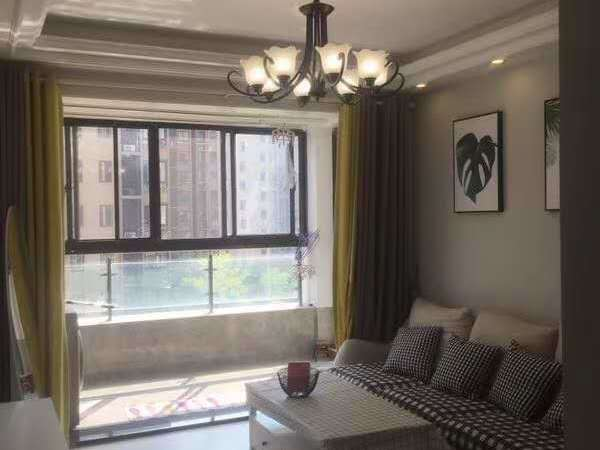 高端社区卧龙山庄106平米,三室两厅精致装修,挂牌价99.8万
