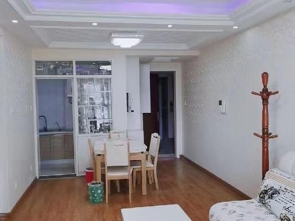 富华国际社区一期,三室2厅精装未住,产证88平,挂价72.8万 ,随时看房