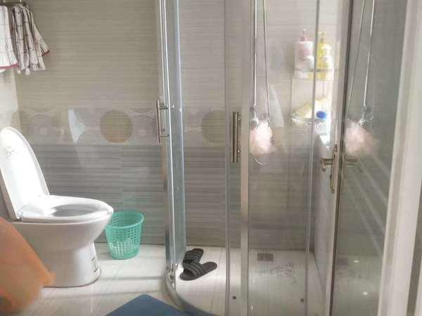 出售润城三室两厅,电梯好楼层,近两年精装,很少入住,直接拎包入住,随时看房