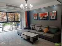 五里铺人气小区万象城三室户型正客厅通阳台,2房朝南全新精装未住。