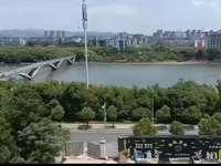 新凤凰城 户型超正 两房朝南 河景房 129平方108万 不容错过