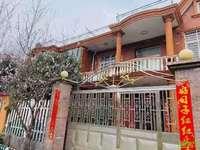 西小宁中国有出让别墅,保养青丝,门前有18米绿化带好停车,闹中取静的稀有别墅。