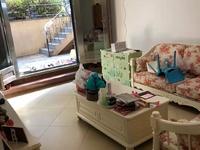 豪宸俪景1 2复式楼带个院子,4室精装修实际使用面积190平,无遮挡阳光好。